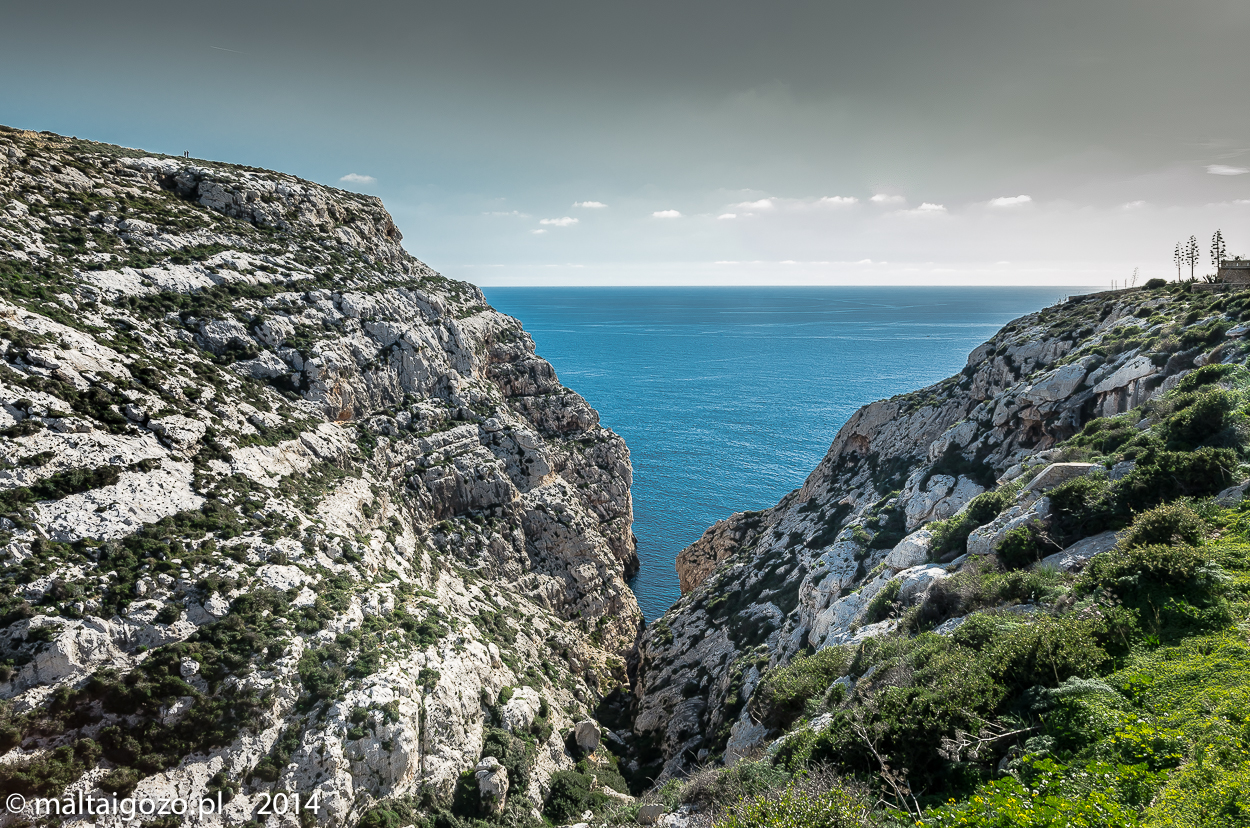 near to the blue grotto-2201
